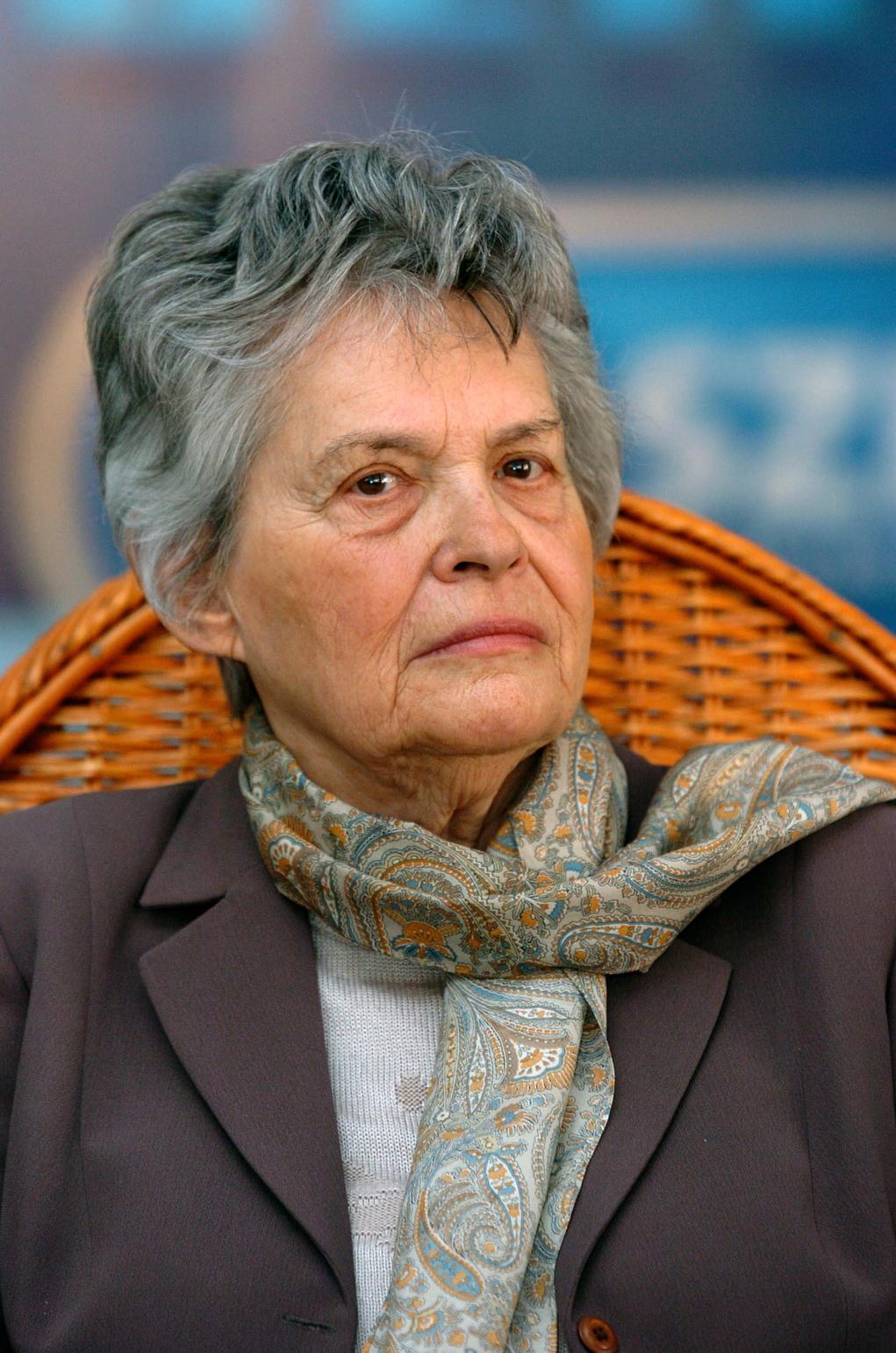 A Szabad Demokraták Szövetségének képviselőnői Polcz Alaine pszichológusnak ítélték a rendszerváltásban nagy szerepet játszó magyar liberális nők számára alapított Vig Monika-díjat. A díjat a párt elnöke adta át a Liberálisok Házában. MTI Fotó: Szigetváry Zsolt